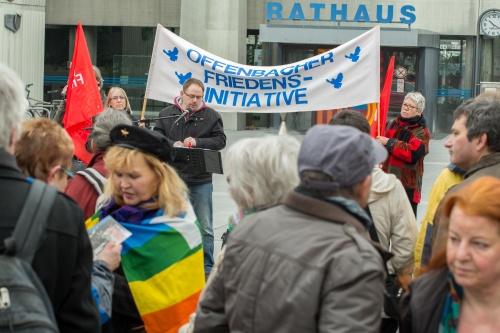 Robert Weissenbrunner beim Auftakt vor dem Offenbacher Rathaus