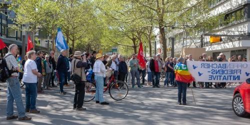 Kundgebung des Offenbacher Ostermarsches im Stadthof