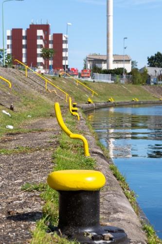 Poller mit gelbem Hafendesigne 1