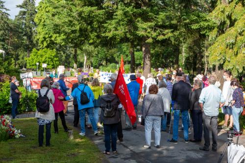 Teilnehmer auf dem Neuen Friedhof