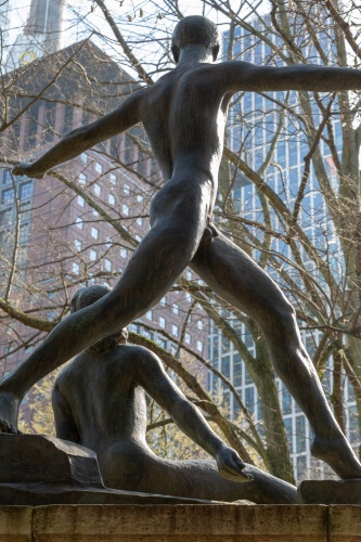 Heine-Denkmal Frankfurt - Taenzerpaar von hinten gesehen