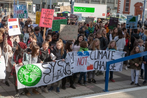 Fridays for future - System Change not Climate Change - Kundgebung vorm Rathaus