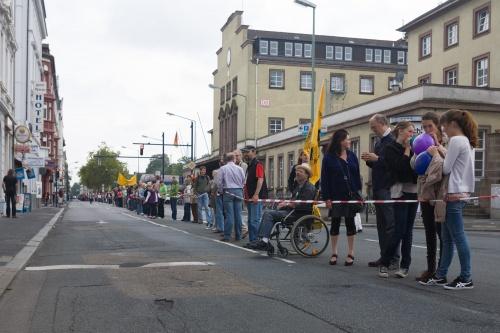 Menschenkette gegen Fluglaerm-2