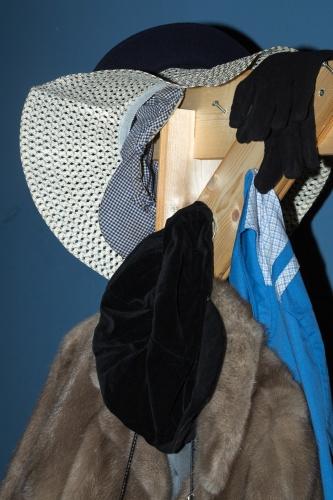 Requisite mit Hut