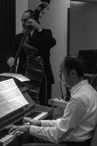 Andrea Capecci (Klavier), Don Hein (Kontrabass)