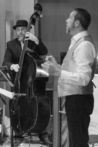 Don Hein (Kontrabass), Martin Hoellenriegel (Chorleiter)
