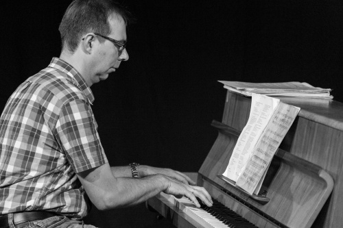 Georg Klemp am Klavier