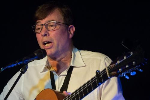 Wolfram Hennig-Ruitz (Gesang, Gitarre)