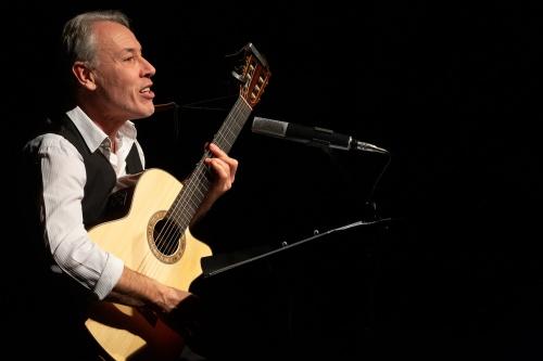 Philippe Huguet, Gesang und Gitarre-4