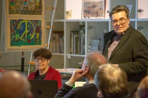 Klaus Hartmann referiert zu Eine neue Kriegsgefahr-