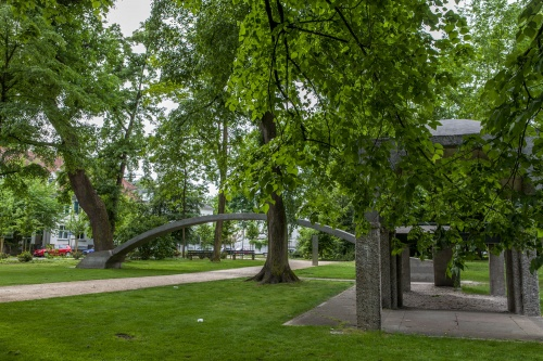 21 Betonobjekte im Dreieichpark