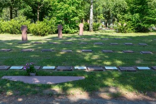 Gedenkstein und Graeberfeld