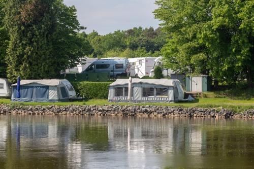 Mobil Wohnen am Fluss