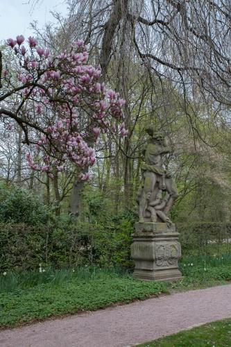Herkules im Magnolienhain