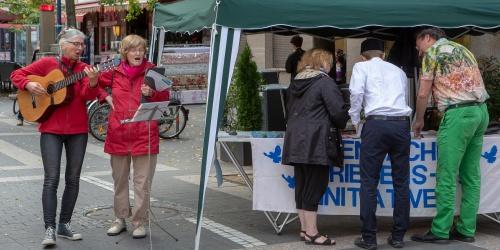Infostand der Offenbacher Friedensinitiative-3