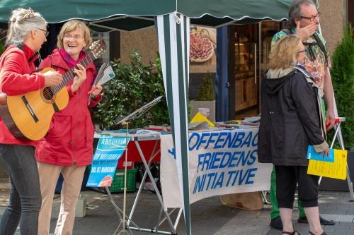 Infostand der Offenbacher Friedensinitiative-4