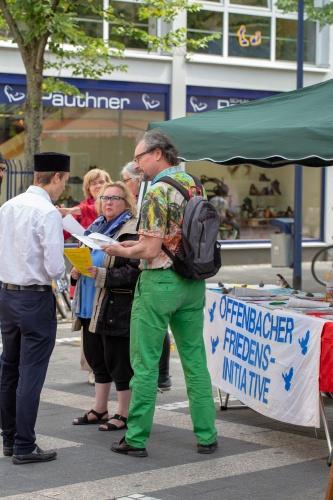 Infostand der Offenbacher Friedensinitiative-5