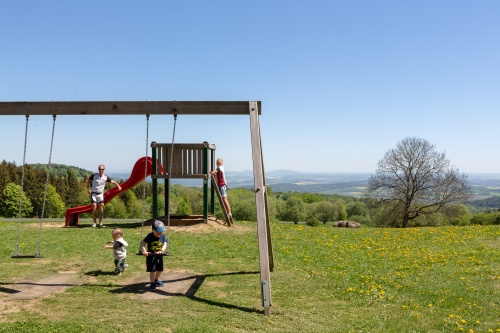 Spielplatz an der Thueringer Huette mit Fernblick