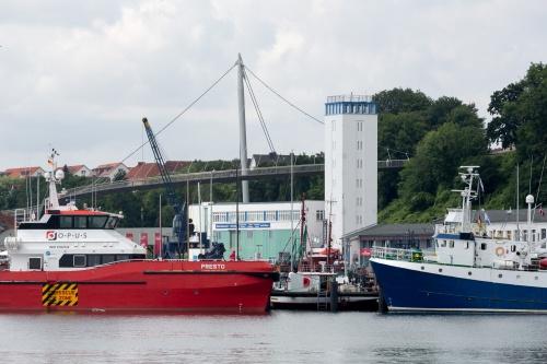 Hafen mit Bruecke