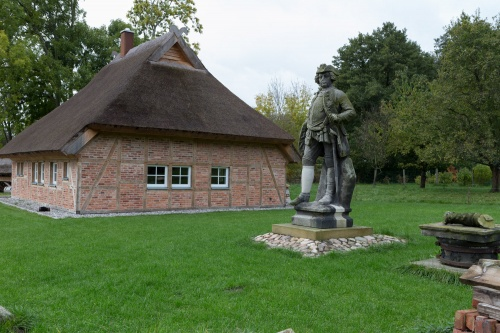 Preussensaeule Gross Strelow mit Verraeterhaus
