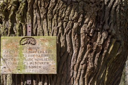 Huteeiche 1 Schild
